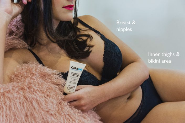 LAJOIE SKIN. Antichafe cream Calmmé. Brunette sitting on a bed with Calmmé next to her back Calmmé helps prevent and soothe chafing for sensitive skin
